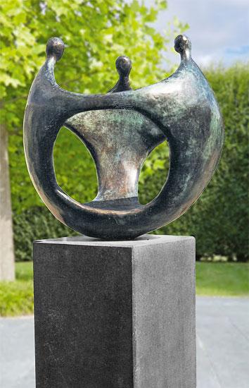 "Gartenskulptur ""Bollwerk"", Bronze auf Granitsockel"