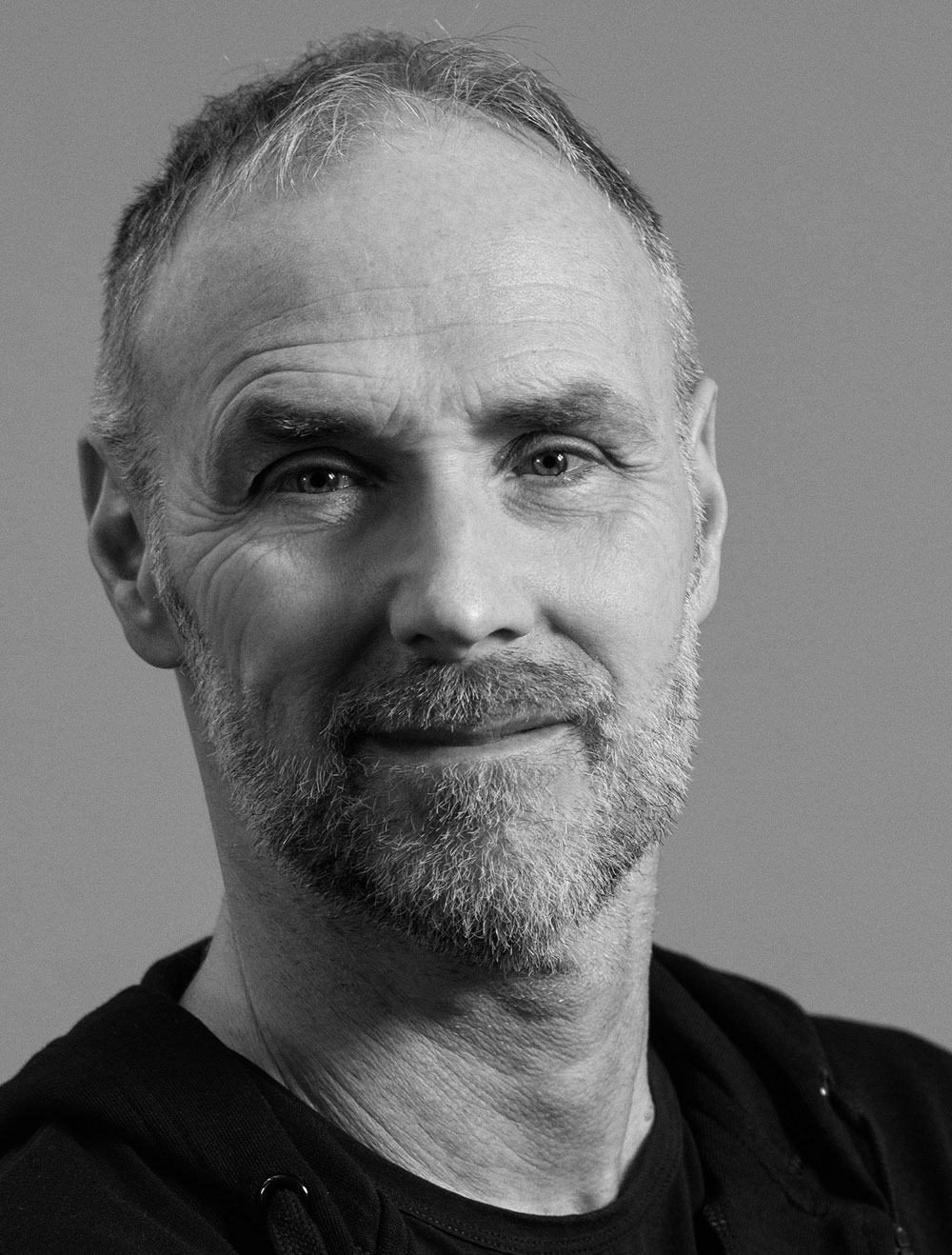 Porträt des Künstlers Guy Buseyne