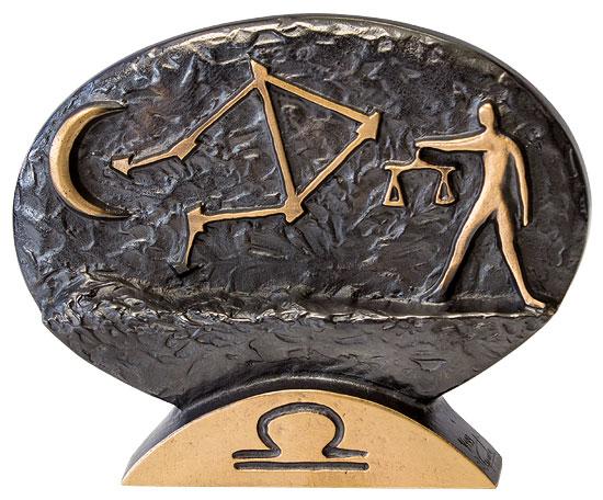 """Sternzeichen-Skulptur """"Waage"""" (24.9.-23.10.), Bronze"""