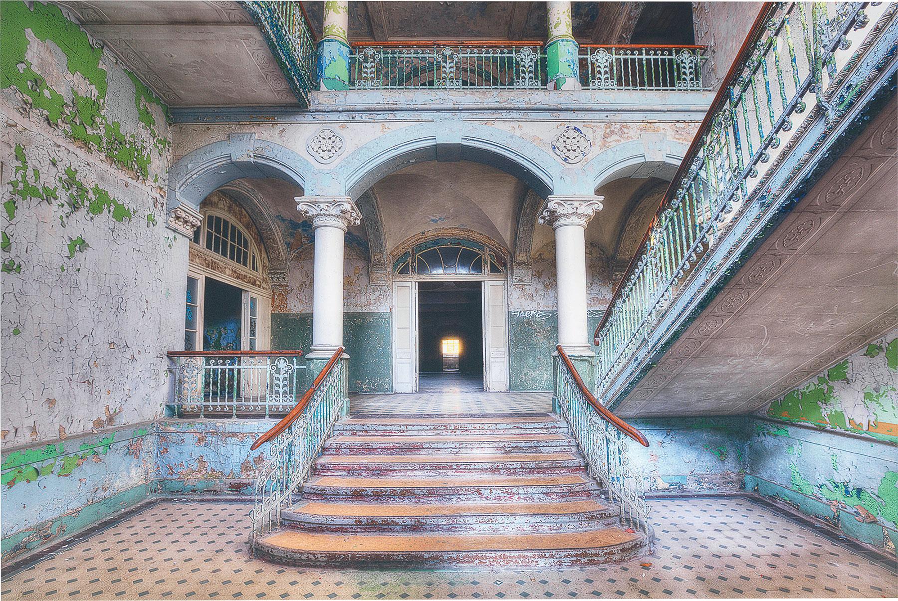 Olivier Lacour: Bild 'Entree mit Treppe'