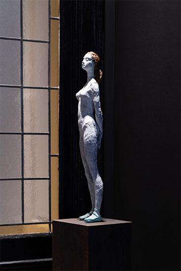 """Skulptur """"Applauso"""", Bronze auf Holzstele"""