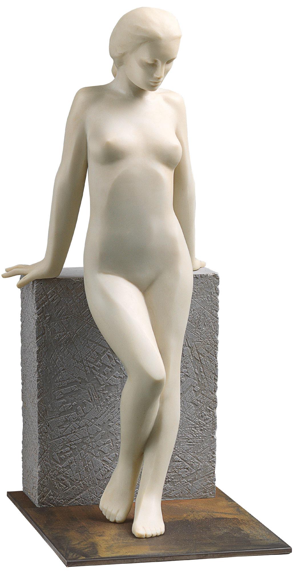 """Skulptur """"Mädchen an der Wand"""", Kunstmarmor"""