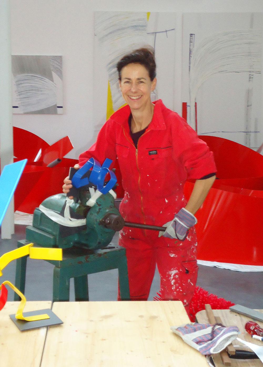 Die Künstlerin Susanne Immer im Atelier