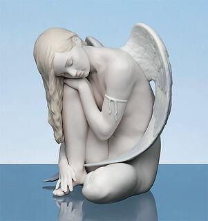 "Porzellanfigur ""Sitzender Engel"", handbemalt"