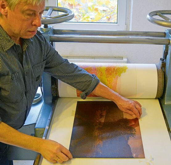 Günther Hermann beim Einrichten der Blauplatte