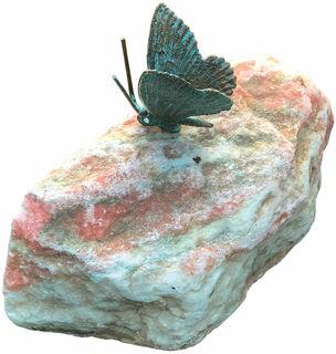 """Gartenskulptur """"Schmetterling, Flügel geschlossen"""", Bronze auf Stein"""