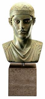 Büste des Wagenlenkers von Delphi, Bronze auf Marmorsockel