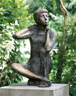 """Gartenskulptur """"Sitzender Junge"""" (ohne Sockel), Bronze"""