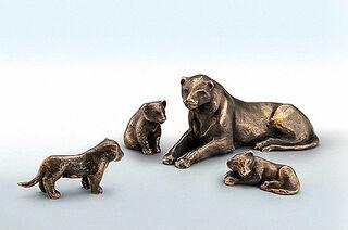 """4 Skulpturen """"Löwin mit drei Jungen"""" im Set, Bronze"""
