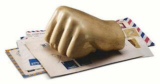 """Briefbeschwerer """"Ägyptische Hand"""""""