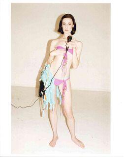 """Bild """"Erin O'Connor in Paris"""" (2004)"""