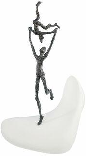 """Skulptur """"Spielt miteinander"""", Bronze auf Steinguss"""