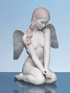 "Porzellanfigur ""Kniender Engel"", handbemalt"