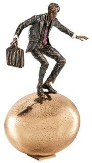 "Skulptur ""Balance auf goldenem Ei"" (2016), Bronze"