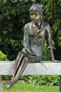 """Gartenskulptur """"Sitzendes Mädchen"""", Bronze"""