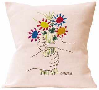 """Kissen """"Hände mit Blumenstrauß"""""""