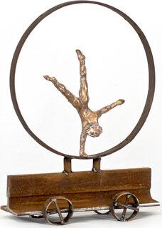 """Skulptur """"Frau im Rad, Rad schlagend"""" (2016), Bronze"""